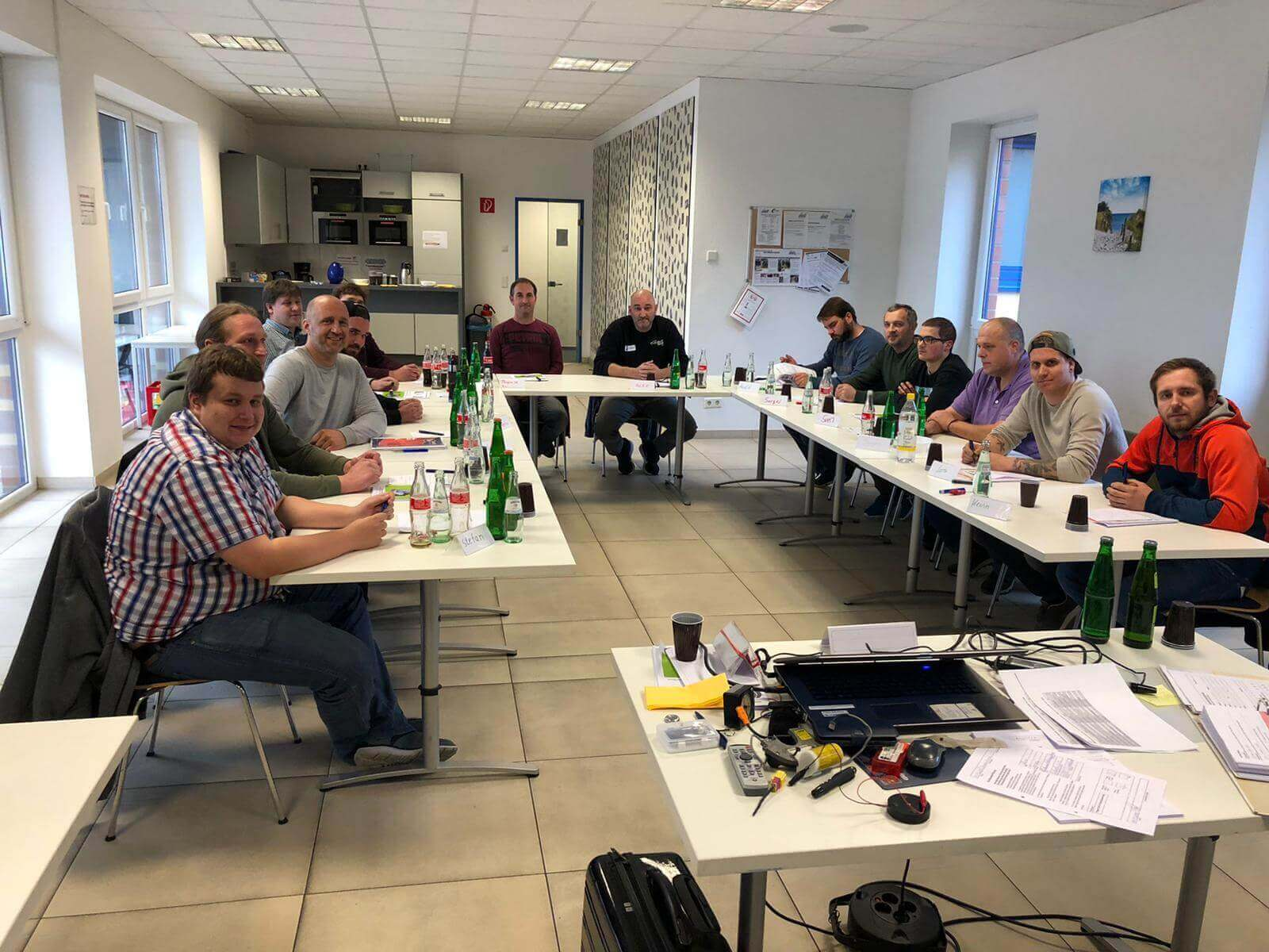 "Kunden-Lehrgang ""Pyrotechnische Rückhalte-Systeme"" bei der Autoteile Post AG"